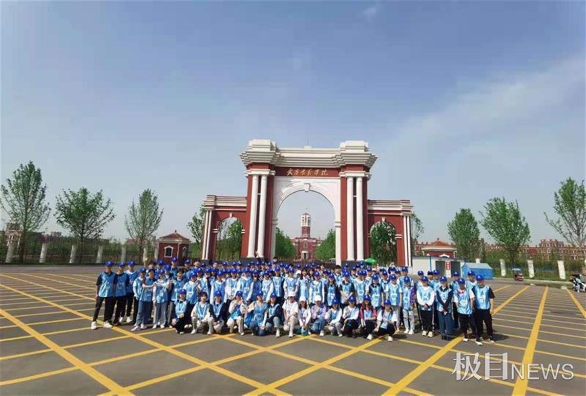 [楚天都市报]为长江半程马拉松保驾护航,高校青年志愿者成靓丽风景线